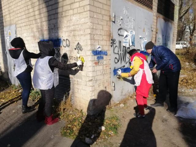 Сотні графіті з рекламою наркотиків зникли завдяки спільній акції мусульман Дніпра й активістів МАА