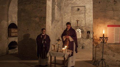 У підземеллях Луцького костелу вперше за 75 років звершили богослужіння
