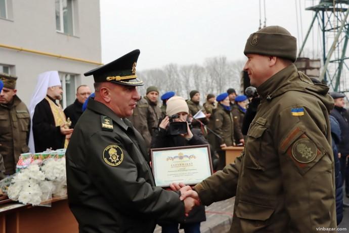 У Вінниці понад 50 нацгвардійців отримали нові квартири – їх освятив митрополит ПЦУ
