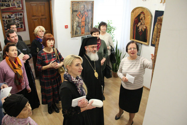 У Луцьку місцева влада і духовенство відкрили виставку до новорічно-різдвяних свят