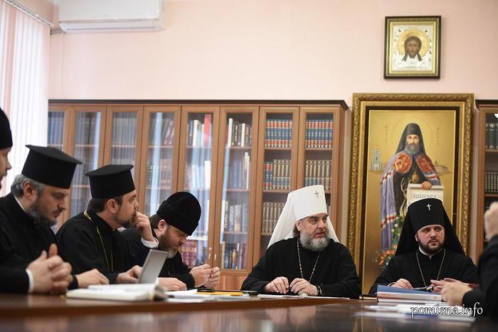 В ПЦУ перекладатимуть українською мовою і укладатимуть збірки житій святих