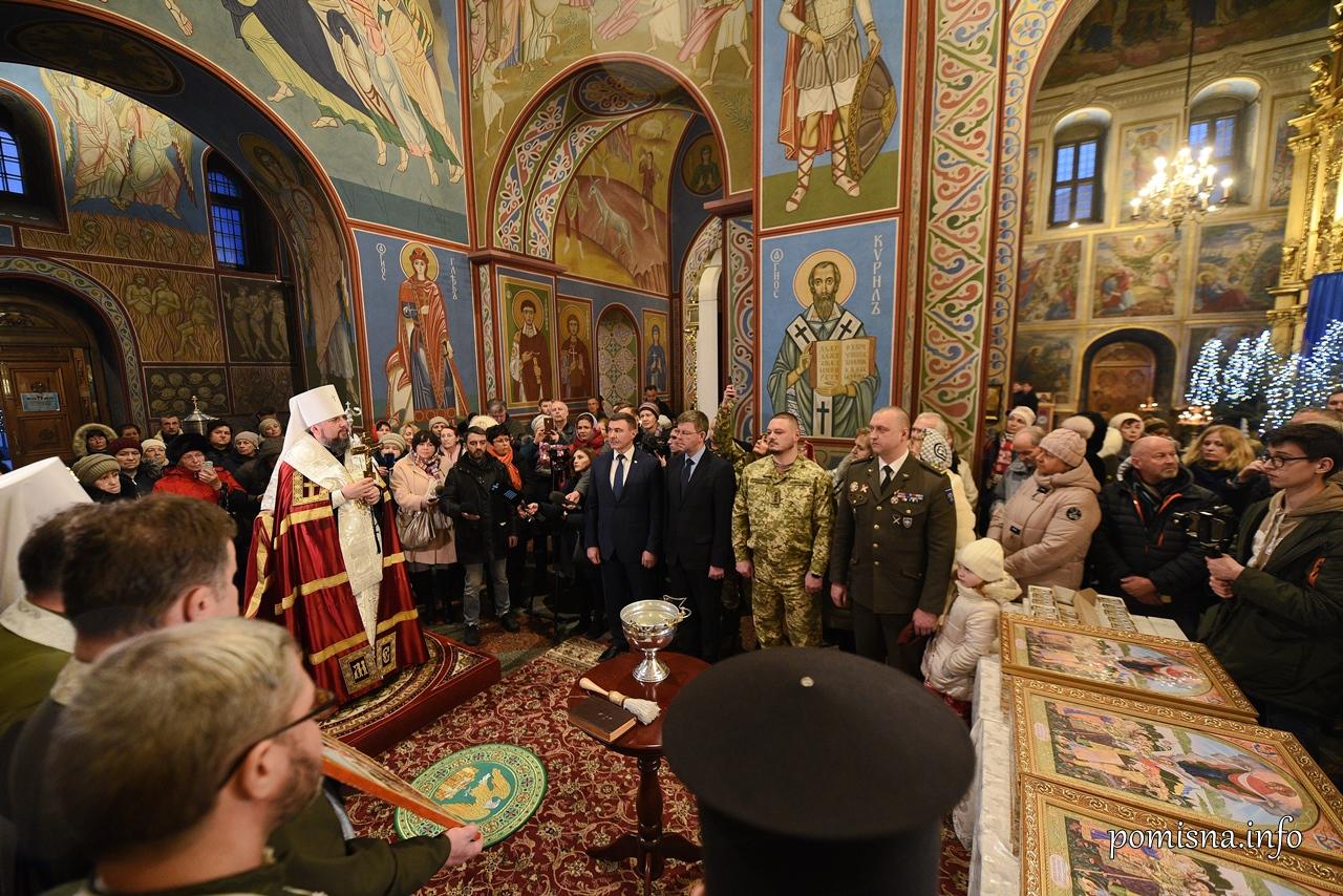 Предстоятель ПЦУ разом з капеланами освятив ікони для військовослужбовців