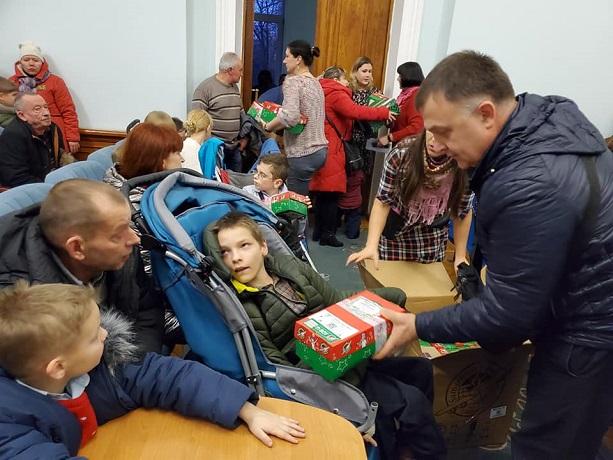 Баптисти вручили подарунки 200 дітям учасників АТО/ООС і дітям з особливими потребами у Житомирі