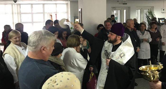 Єпископи ПЦУ очолили молитви в лікарнях Одеси і Рівного