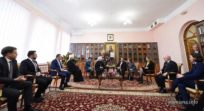 Глава ПЦУ і держсекретар США обговорли захист вірян на окупованих частинах України