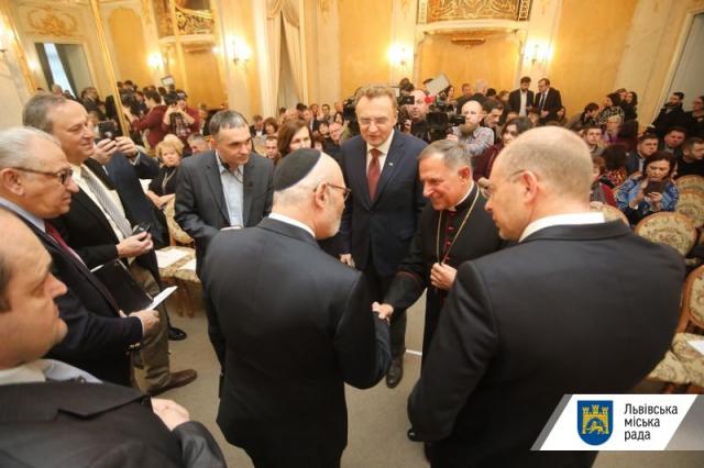 Посол Ізраїлю вручив у Львові дипломи та медалі нащадкам праведників народів світу