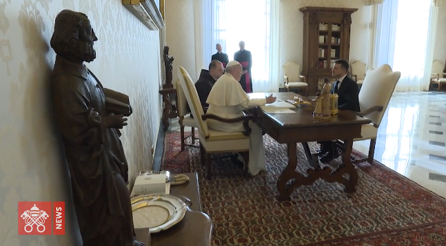 Зеленський обговорив з папою Римським встановлення миру в Україні та запросив його до країни
