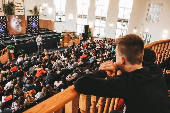 Баптисти зібрали у Житомирі 500 підлітків для місії серед однолітків