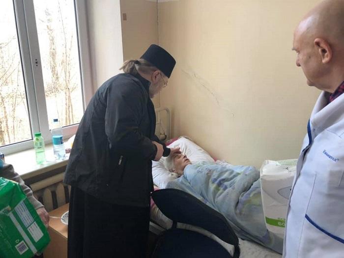 Архієпископ ПЦУ відвідав хворих у хоспісі Маріуполя