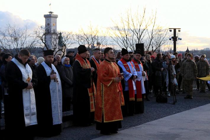 Духовенство різних конфесій молитовно вшанувало у Львові героїв Небесної сотні