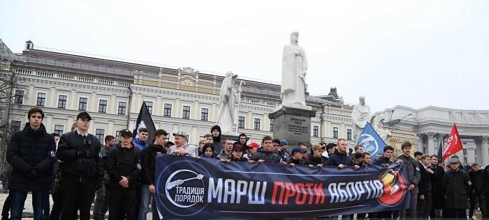 У столиці відбулися марші феміністок і проти абортів