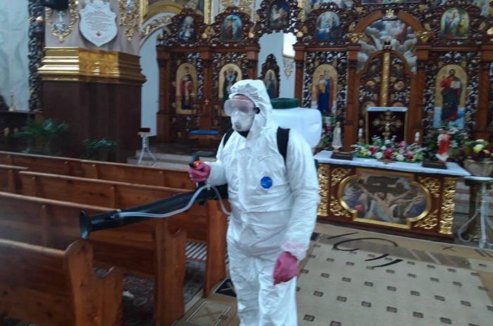 На Тернопільщині виявили коронавірус у багатодітного священника
