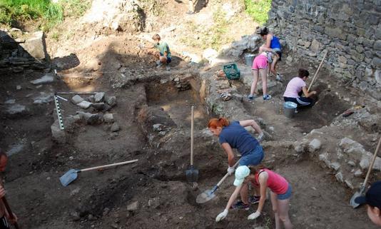 В Ужгородському замку відкриють виставку знахідок з розкопок церкви св. Юрія