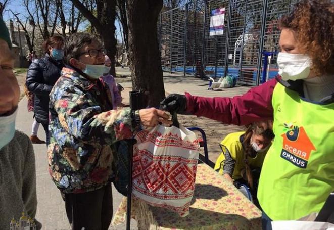 Греко-католики зібрали понад 55 000 грн безхатченкам Львівщини