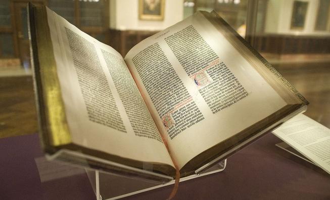 Медведчук задекларував колекцію стародруків та ікон XVII століття
