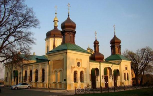 У Києві в трьох монастирях УПЦ (МП) зняли карантин