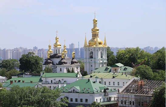 В Киево-Печерскую лавру доставили гуманитарную помощь из РФ