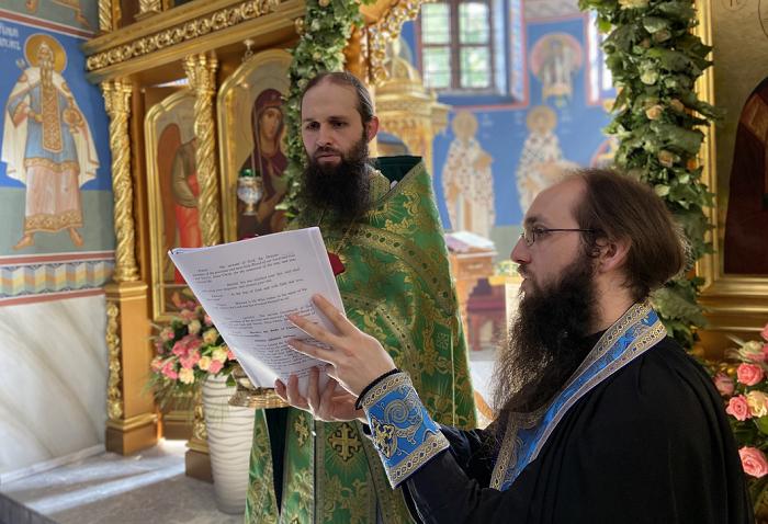В Києво-Печерській лаврі служать на чотирьох мовах — української серед них немає