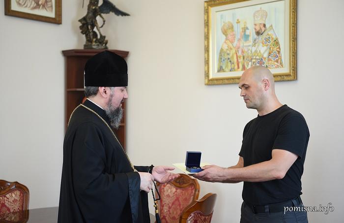 Митрополит Епіфаній нагородив «кіборга» Олега Кузьміних