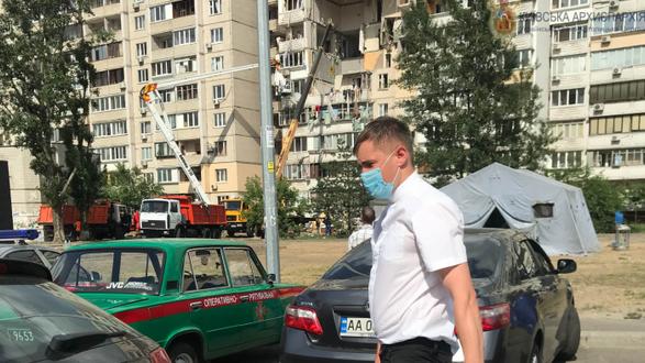 Греко-католики і православні передали допомогу потерпілим від вибуху будинку в Києві