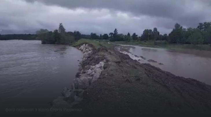 Селищний голова звинуватив священника УГКЦ у поширенні паніки через зйомки повені