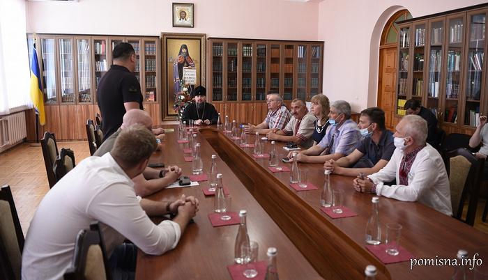 Глава ПЦУ обговорив спільні заходи з родинами загиблих захисників України, а також нагородив меценатів
