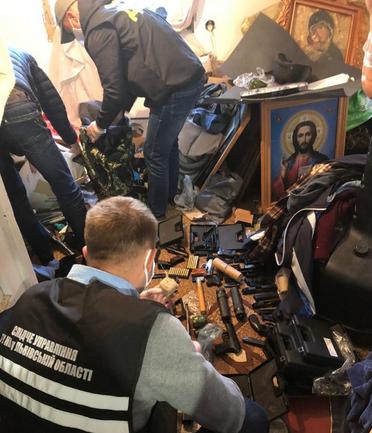 На Львівщині вдруге впіймали на торгівлі зброєю священника-самозванця