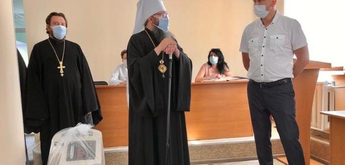 Духовенство УПЦ (МП) передало лікарням Чернігівщини та Хмельниччини медичне обладнання та захисні костюми