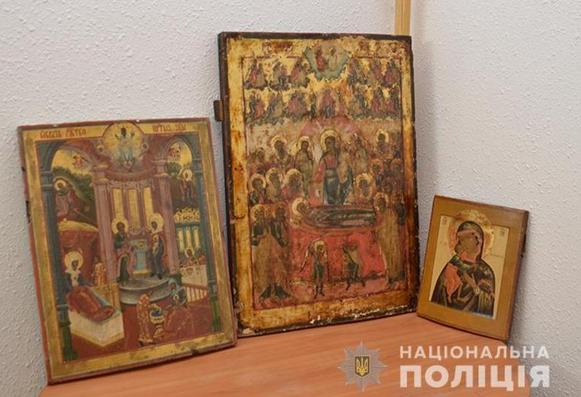 Поліцейські повернули на Хмельниччину викрадені ікони
