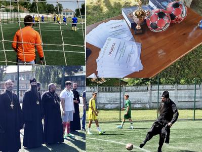 Митрополит УПЦ (МП) зіграв у футбол на Вінниччині