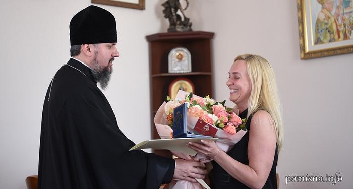 Глава ПЦУ нагородив директорку департаменту культури КМДА і лікаря-кардіохірурга