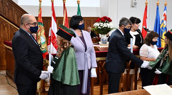 У реформатській церкві вручили дипломи 109 бакалаврам Закарпатського угорського інституту