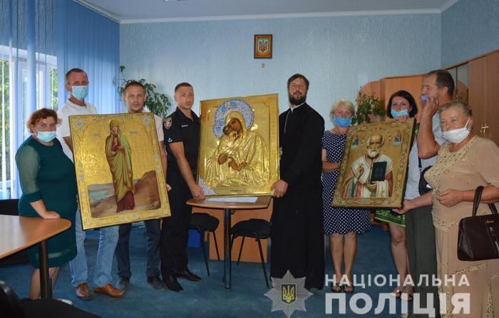 На Волині поліція повернула церкві викрадені старовинні ікони