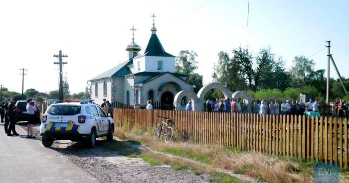 Громада храму, настоятель якого привітав Путіна, переходить до ПЦУ