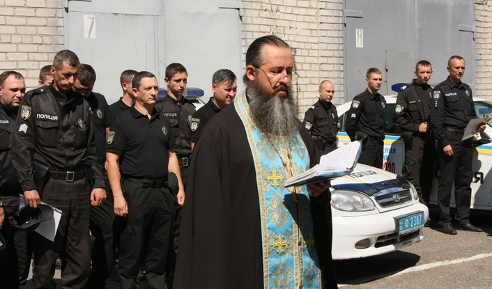 Протоієрей УПЦ (МП), який підтримував бойовиків «ДНР», тепер дає духовні настанови поліцейським України