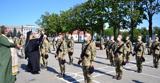 У Харкові єпископ ПЦУ благословив присягу курсантів-танкістів
