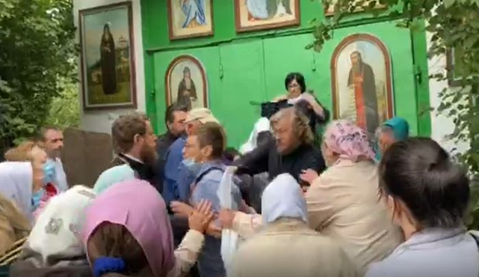 Владыка и «болгарка». О церковном конфликте на Троещине