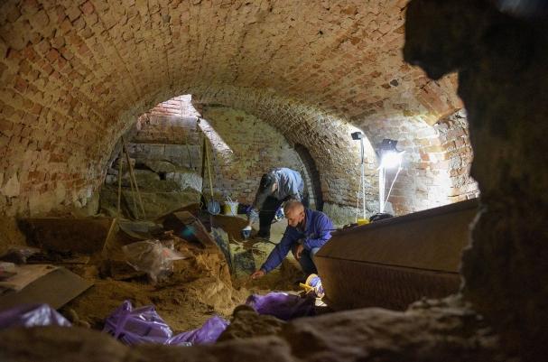 У храмі XVII ст. на Львівщині досліджують давні крипти