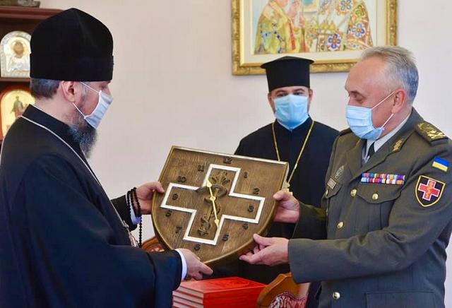 Видано хронікальний альбом з тисячею світлин і архівних документів про історію храму при Київському військовому шпиталі