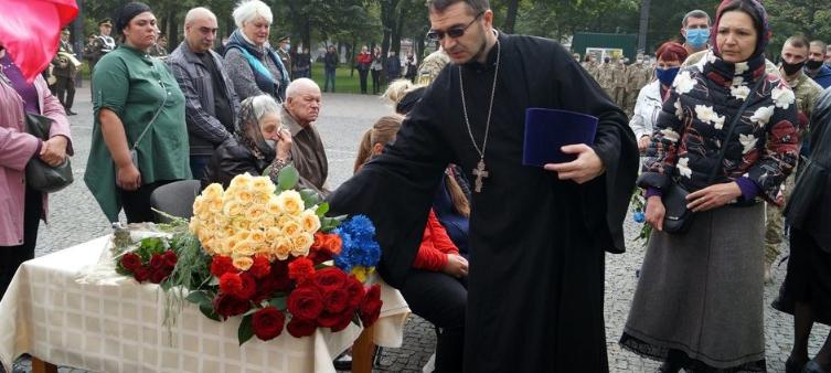 Священник УПЦ (МП) відспівав воїна ООС, який загинув під час гасіння лісової пожежі на Луганщині