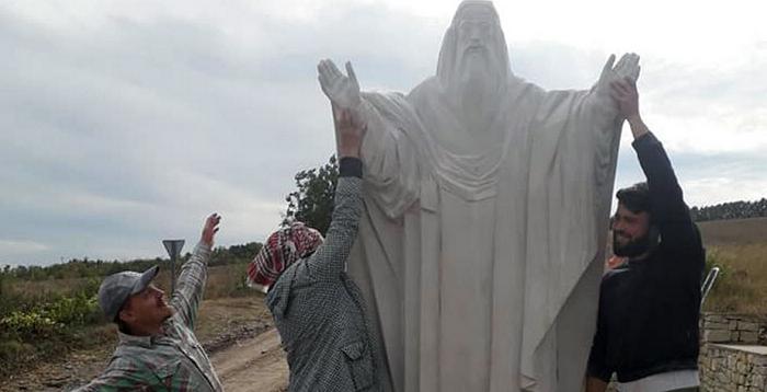 На Вінниччині встановили скульптуру на честь легендарних ченців-воїнів
