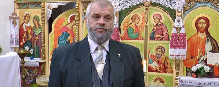 Священник ПЦУ працює вчителем фізики в Ужгороді