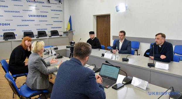 Експерти обговорили запровадження капеланства в охороні здоров'я України