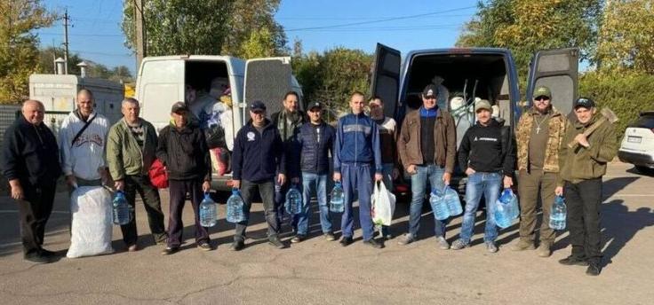 Християни-волонтери розбирають завали у спалених селах на Луганщині