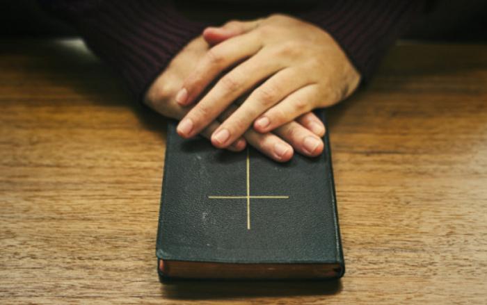 На Львівщині до місцевих рад балотуються пастори і священники. Одному з них УГКЦ винесла попередження