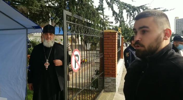 """Священник-сепаратист УПЦ (МП) агітує в храмі за свою партію """"Опозиційна платформа - За життя"""""""
