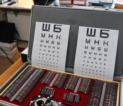 Церква «Христос є відповідь» безкоштовно роздала тисячі окулярів для українців