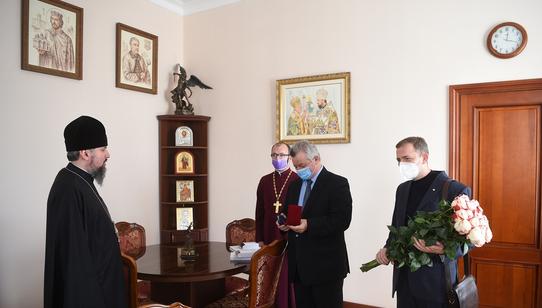 Предстоятелю ПЦУ вручили знак пошани Національної академії медичних наук України
