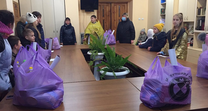 У Рівному віряни ПЦУ зібрали десять тисяч гривень дітям-сиротам