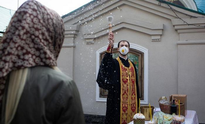 МОЗ може переглянути обмеження щодо кількості людей у храмах та церквах
